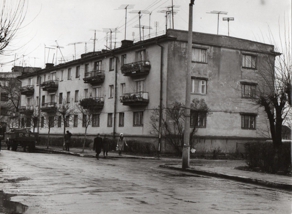 Перша багатоповерхівка на вулиці Соборній в Сарнах, фото 1969 рік