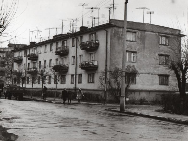 Перша багатоповерхівка на вулиці Соборній в Сарнах, фото 1969 р