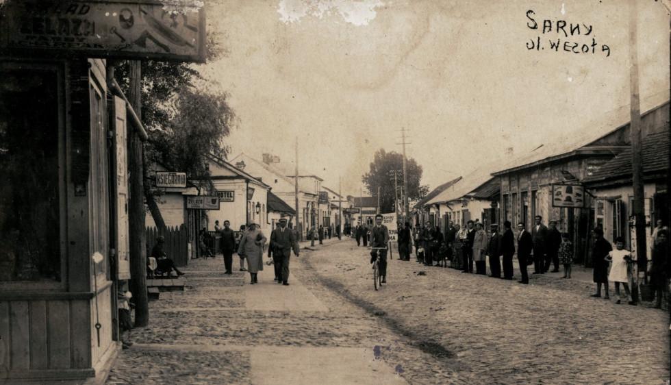 Сарни. Вулиця Весела. Фото міжвоєнного періоду.