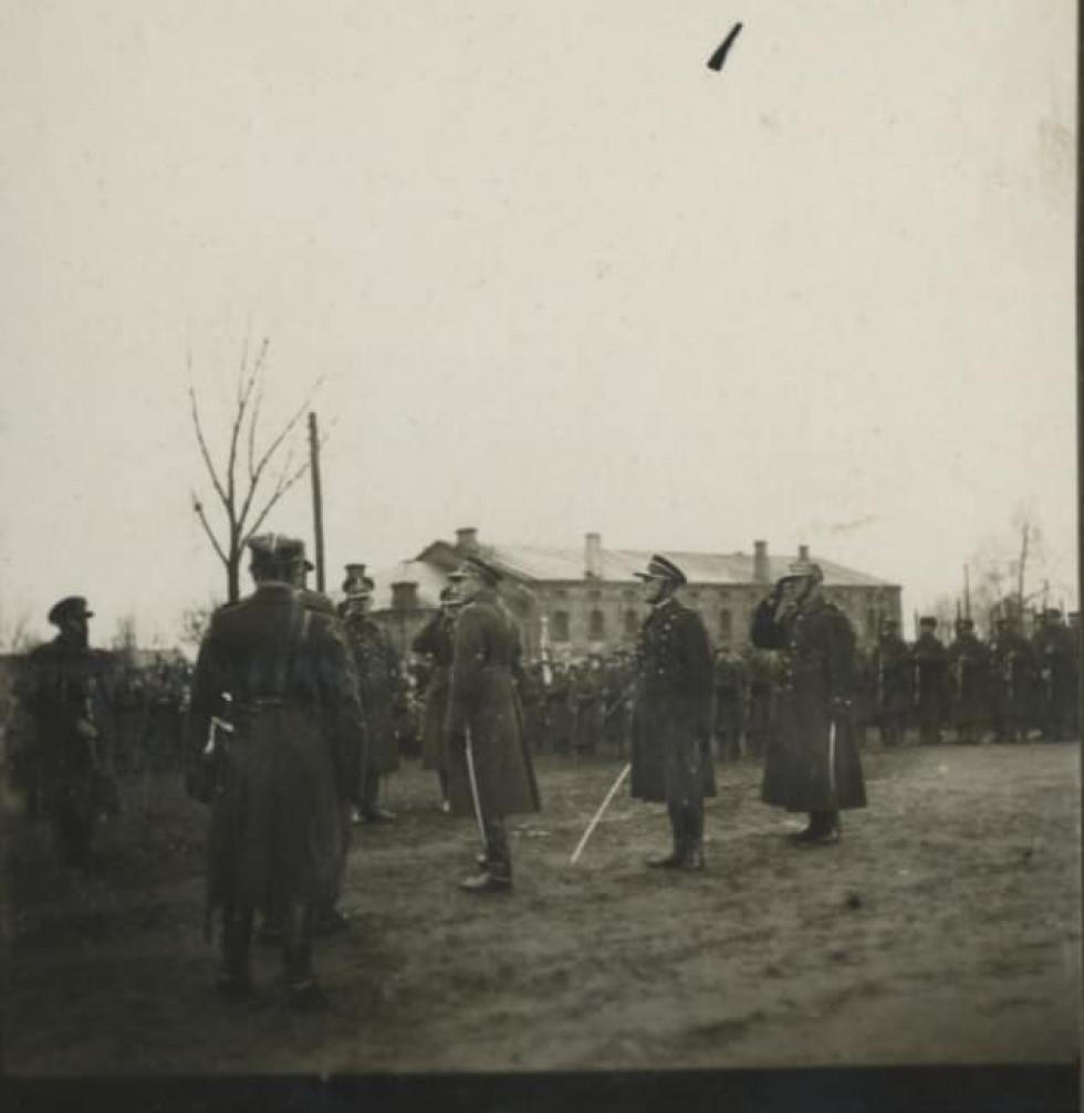 Тренування польських офіцерів на околиці міста.
