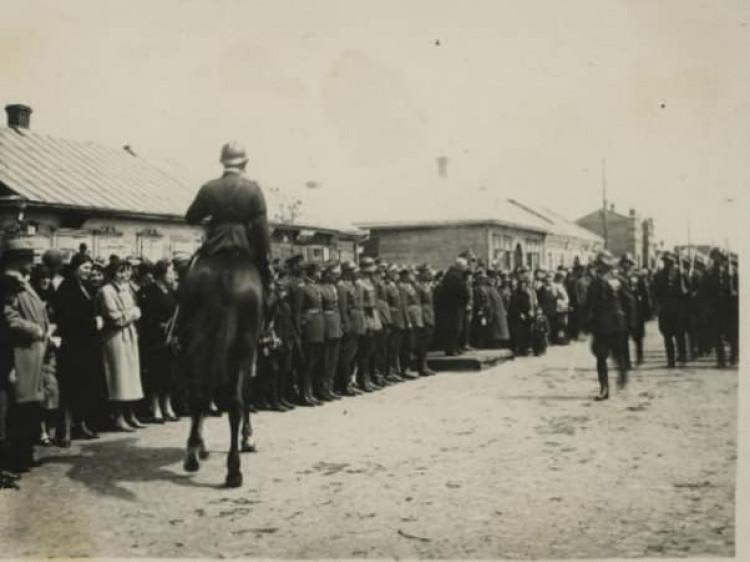 Польські офіцери на військових урочистостях