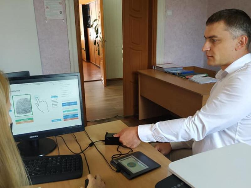 Олексан Кохан змінює паспорт