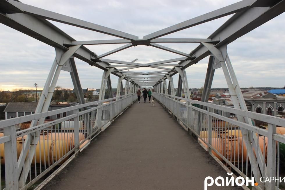 Міст через залізничні колії