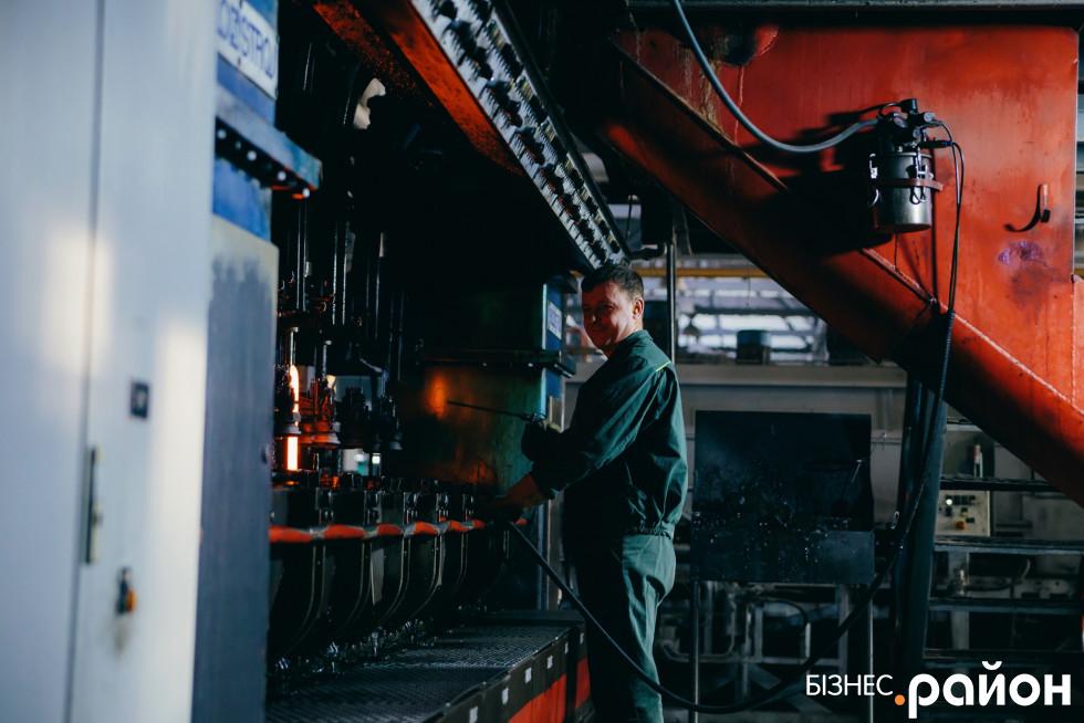 Працівник заводу