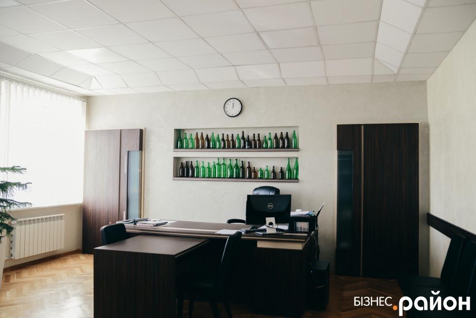 У кабінеті директора заводу