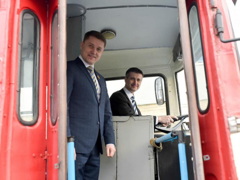 Генконсул Чехії у Рівному спробував себе в ролі водія тролейбуса